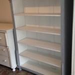 boekenkast grijs wit 134x43x178